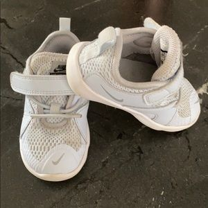 Nike toddler sneakers (Nike flex contact 3).
